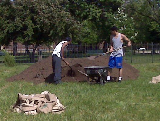 Jeffrey Morris (left) and Earl Robinson load soil. (Photo/Deborah Kadin)