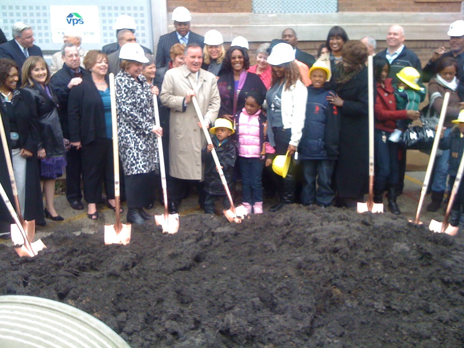New Moms Inc. CEO Audalee McLoughlin, Mayor Daley, Ald. Emma Mitts and Queenetta Mables celebrate a new facility for teen mothers.